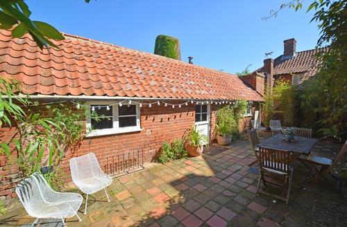 Snaptrip - Last minute cottages - Stunning Aylsham Cottage S37725 - Exterior View 1