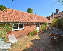 Snaptrip - Last minute cottages - Stunning Aylsham Cottage S37725 - Exterior View 1
