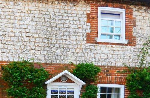 Snaptrip - Last minute cottages - Luxury Burnham Market Rental S11706 - Exterior