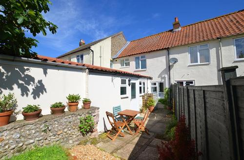 Snaptrip - Last minute cottages - Adorable Holt Rental S25888 - Rear Exterior