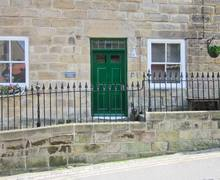 Snaptrip - Last minute cottages - Quaint Saltburn By The Sea Rental S4091 -