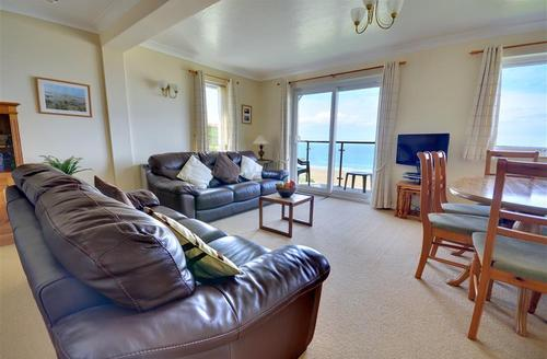 Snaptrip - Last minute cottages - Excellent Clifton Court Rental S12107 - Sitting Area