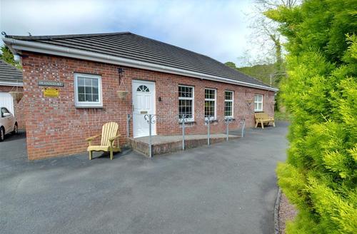 Snaptrip - Last minute cottages - Tasteful  Rental S9841 - External - View 2