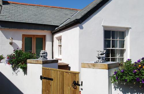 Snaptrip - Last minute cottages - Splendid Ilfracombe Rental S12081 - External - View 1