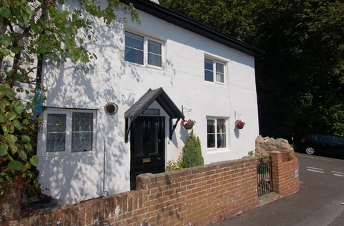 Snaptrip - Last minute cottages - Luxury Torquay Cottage S40425 -