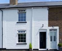 Snaptrip - Last minute cottages - Beautiful Deal Cottage S4134 -