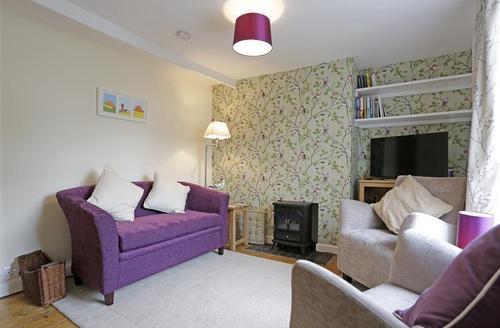 Snaptrip - Last minute cottages - Exquisite Aldeburgh Cottage S40515 - Sitting Room - View 1