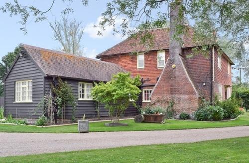 Snaptrip - Last minute cottages - Tasteful Ashford Lodge S40562 -