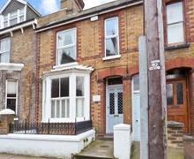 Snaptrip - Last minute cottages - Quaint Faversham Street S4185 -