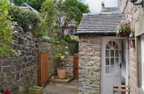 Snaptrip - Last minute cottages - Quaint Matlock Cottage S41002 -