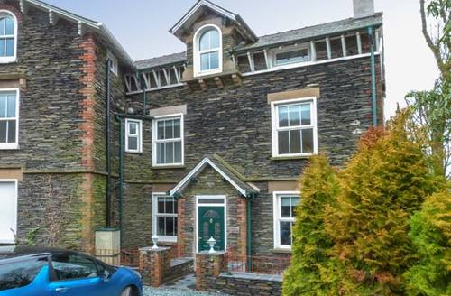 Snaptrip - Last minute cottages - Wonderful Bowness & Windermere Cottage S4195 -