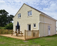 Snaptrip - Last minute cottages - Gorgeous Ryde And Seaview Cottage S41145 -