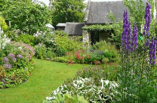 Snaptrip - Last minute cottages - Quaint Ashbourne Barn S4203 -