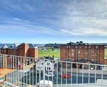 Snaptrip - Last minute cottages - Delightful Whitby Apartment S41227 - Balcony