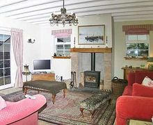 Snaptrip - Last minute cottages - Attractive Girvan Cottage S41248 -