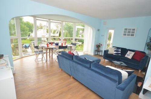 Snaptrip - Last minute cottages - Gorgeous Sunbury On Thames House S41359 -