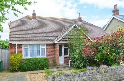 Snaptrip - Last minute cottages - Tasteful Yarmouth Cottage S4226 -