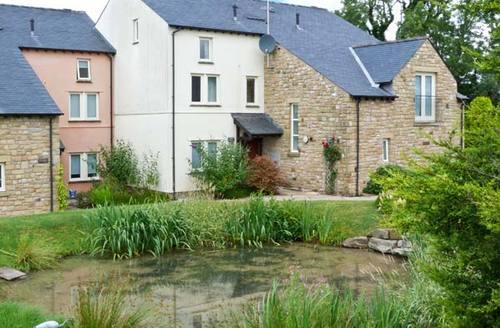 Snaptrip - Last minute cottages - Tasteful Carnforth Meadow S4245 -