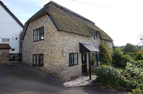 Snaptrip - Last minute cottages - Captivating Membury Apartment S41885 -