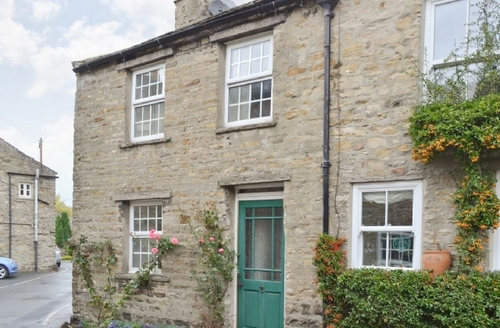 Snaptrip - Last minute cottages - Inviting Hawes Cottage S42033 -
