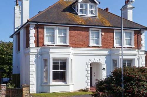 Snaptrip - Last minute cottages - Wonderful Seaford House S4308 -