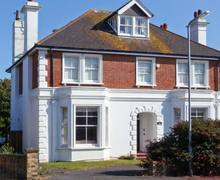 Snaptrip - Last minute cottages - Wonderful Seaford House S4308 -