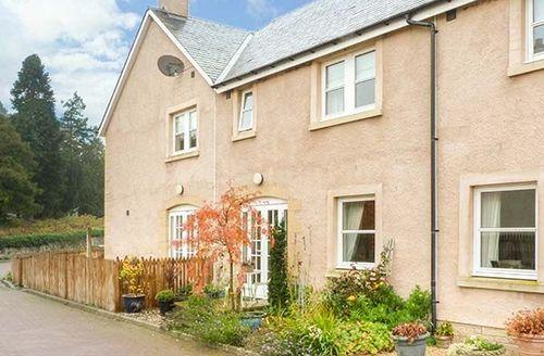 Snaptrip - Last minute cottages - Superb Jedburgh Cottage S42487 -