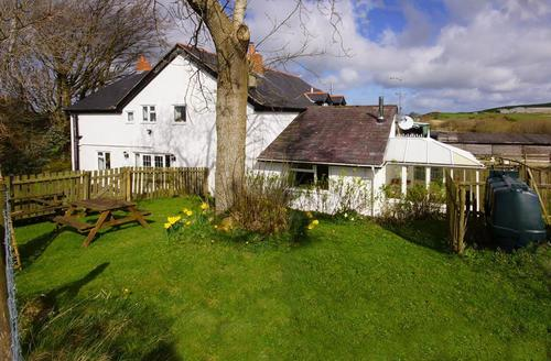 Snaptrip - Last minute cottages - Lovely Conwy Cottage S42563 - Glan-Y-Gors-exterior