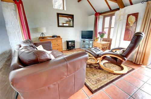 Snaptrip - Last minute cottages - Charming Looe Cottage S42731 - Sitting Room - View 1