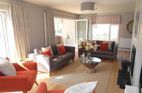 Snaptrip - Last minute cottages - Superb Constantine Bay Cottage S42752 - Lounge