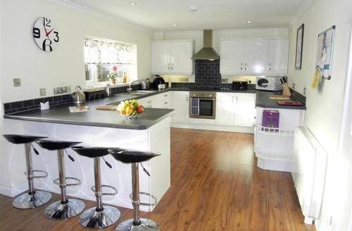 Snaptrip - Last minute cottages - Superb St Merryn Cottage S42770 - Kitchen