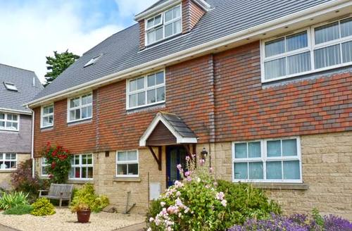 Snaptrip - Last minute cottages - Attractive Yarmouth Square S4381 -