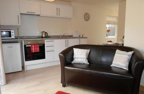 Snaptrip - Last minute cottages - Adorable Padstow Apartment S42782 - Kitchen / dining