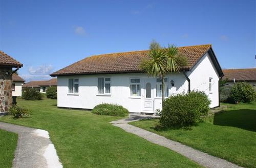 Snaptrip - Last minute cottages - Cosy St Merryn Cottage S42794 - External