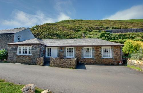 Snaptrip - Last minute cottages - Superb Boscastle Cottage S42797 - External - View 1