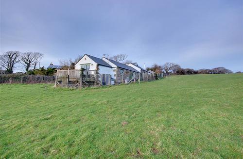 Snaptrip - Last minute cottages - Cosy Truro Cottage S42855 - External - View 1