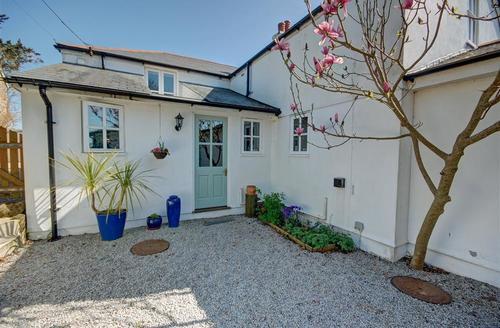 Snaptrip - Last minute cottages - Delightful Truro Cottage S42858 - Myrtle Cottage front door