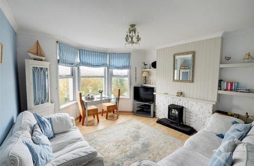 Snaptrip - Last minute cottages - Exquisite Looe Apartment S42880 - Sitting Room