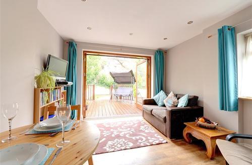 Snaptrip - Last minute cottages - Adorable Looe Cottage S42884 - Sitting Room