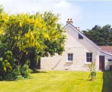 Snaptrip - Last minute cottages - Captivating Constantine Bay Cottage S42888 - Garden