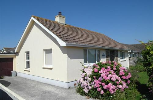 Snaptrip - Last minute cottages - Superb St Merryn Cottage S42973 - External