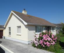 Snaptrip - Last minute cottages - Superb St Merryn Cottage S42973 - External