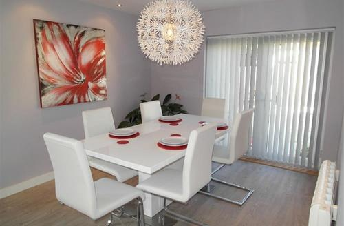 Snaptrip - Last minute cottages - Gorgeous St Merryn Cottage S42981 - Dining area