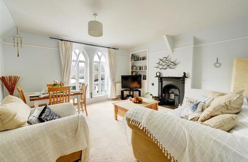 Snaptrip - Last minute cottages - Tasteful Looe Apartment S43023 - Sitting Room View 1