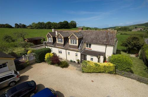 Snaptrip - Last minute cottages - Exquisite Abbotsbury Cottage S43219 - External