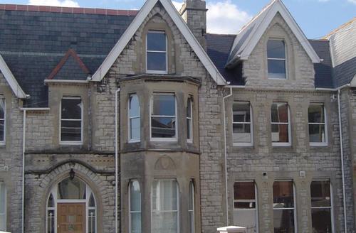 Snaptrip - Last minute cottages - Excellent Weymouth Apartment S43315 - azure