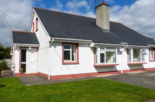 Snaptrip - Last minute cottages - Splendid Castlerea Cottage S43575 -