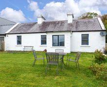Snaptrip - Last minute cottages - Beautiful  Cottage S43576 -
