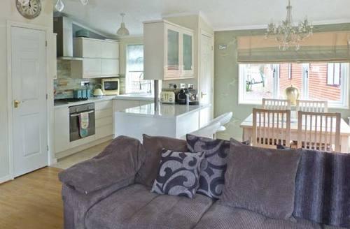 Snaptrip - Last minute cottages - Inviting Windermere Rental S4503 -