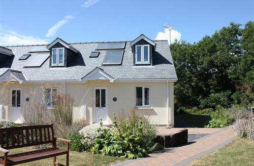 Snaptrip - Last minute cottages - Superb Redberth Cottage S43770 - Redberth cottage sleeps 4